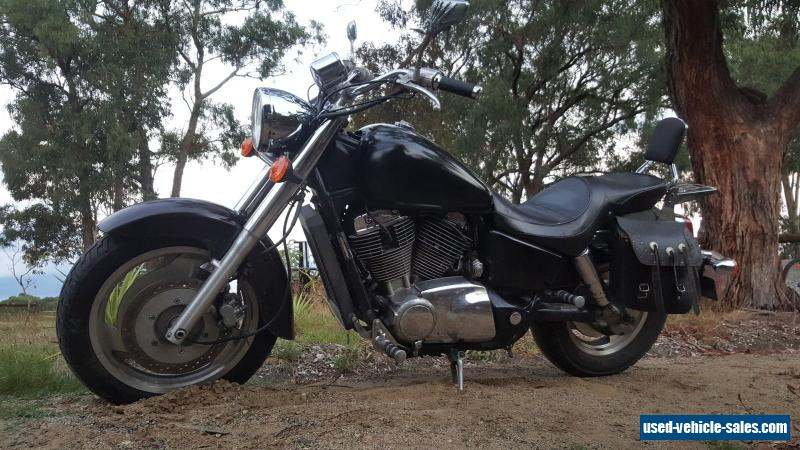 Honda Shadow VT1100 2000 model cruiser chopper custom vtwin